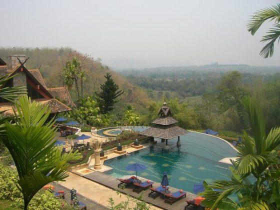 Golden Triangle Resort, Tailândia - Localizada em Chiang Rai, esta piscina infinita oferece um design único e uma vista incrível