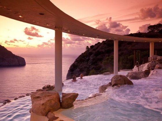 Hotel Hacienda Na Xamena, Espanha - O resort está localizado no topo de um penhasco, a 180 metros do mar. Sua piscina possui uma vista panorâmica do parque ecológico que fica ao redor do hotel