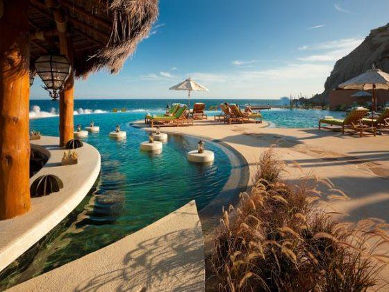 Capella Pedregal Resort, México - Capella Pedregal, o primeiro spa resort em Cabo San Lucas, possui uma linda piscina com estrutura de bar e vista para o mar