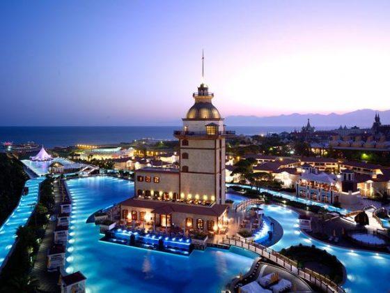 Mardan Palace, Turquia - Esta magnífica piscina está localizada no hotel Mardan Palace em Antalya, uma cidade na costa do Mediterrâneo, no sudoeste da Turquia