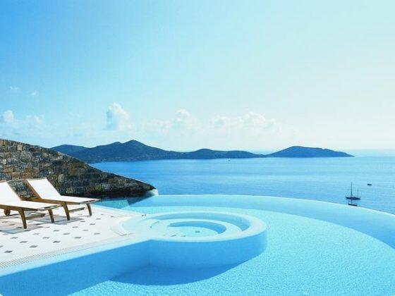 Elounda Gulf Villas and Suites, Grécia - Este premiado hotel de Creta oferece uma variedade de piscinas para o hóspede relaxar com vista para o mar