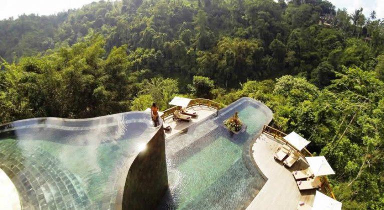Piscina suspensa do Hanging Gardens Ubud, na Indonésia