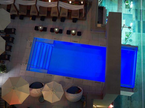 Piscina suspensa do Hotel Joule, em Dallas