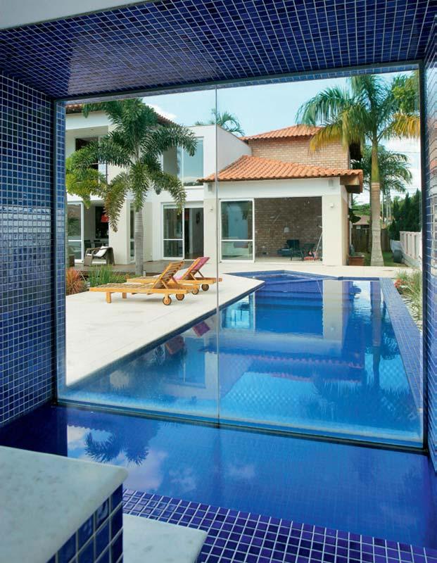 Saunas com piscina for Modelos de bares para piscinas