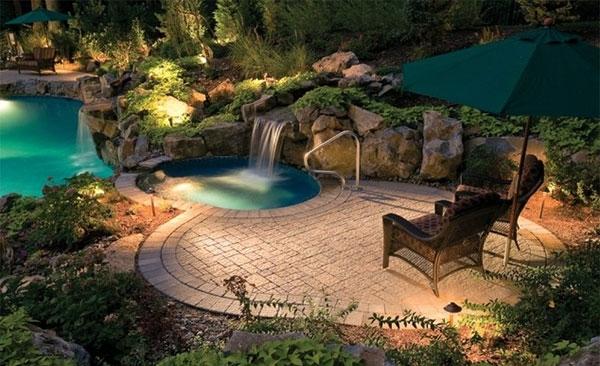 Pedras no ambiente da piscina