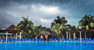 É perigoso usar a piscina durante a chuva?